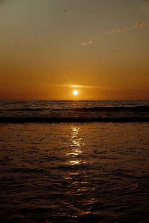 backlit-beach-dawn-2950811